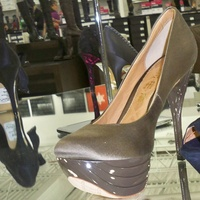 News_Heather_Saks Off Fifth_shoe department