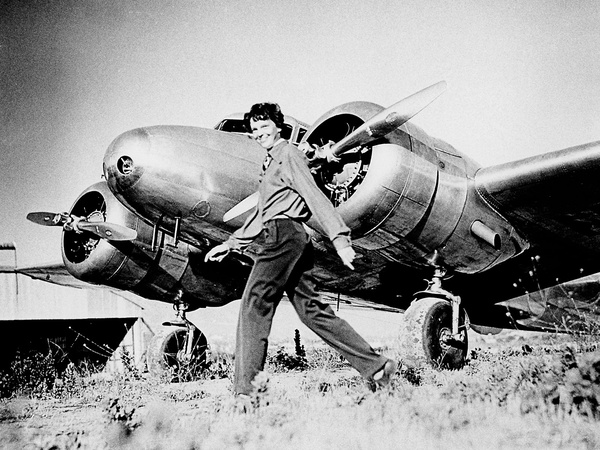 News_Amelia Earhart_Lockheed Electra_airplane