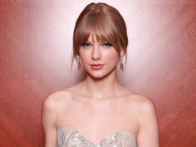 News_Taylor Swift_head shot_hair pulled back