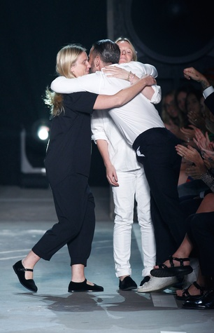 Marc Jacobs hugs Marc by Marc designers at spring 2015 runway show