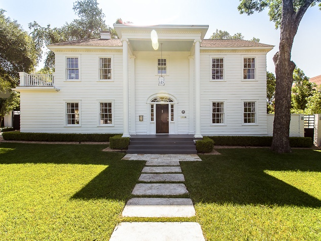 Luxury HomeAway Manse Austin Front