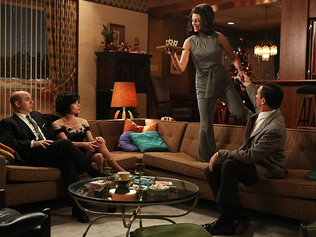 Mad Men season 6 cast having drinks on couch