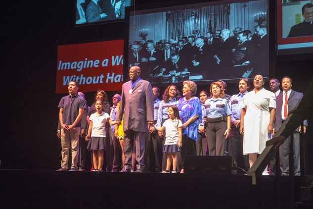 Entire cast performing Somewhere Over the Rainbow at the ADL Houston in Concert Against Hate November 2014