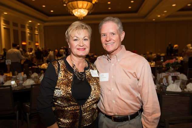 32 Sally and Jay Mincks at the Dan Pastorini golf benefit October 2014