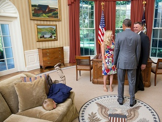 Bored kid at Oval Office