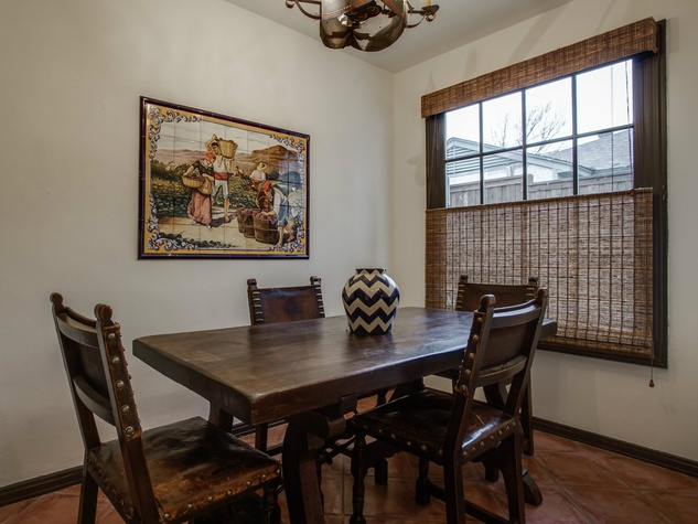 Breakfast nook at 5338 Ellsworth Ave in Dallas