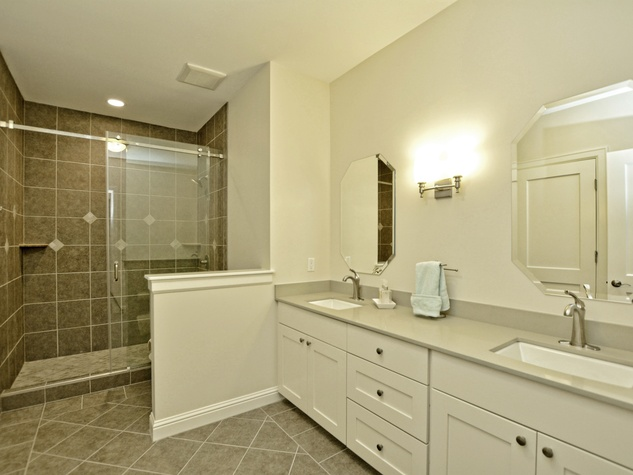 400 Almarian Austin house for sale bathroom