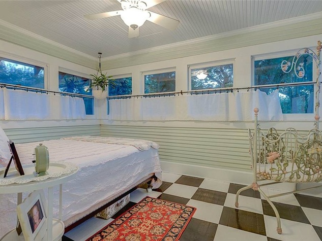 Bonus room off laundry at 701 S. Clinton Ave. in Oak Cliff