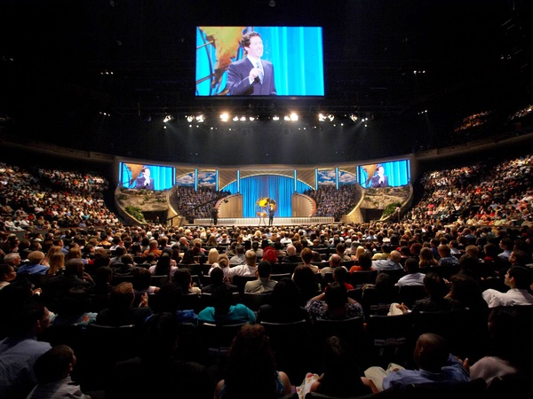 the Houston mega-church led by Joel and Victoria Osteen was robbed    Joel Osteen Church Robbed