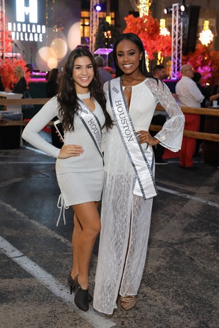 Miss Teen Houston 2017 Yasmine Moussa, Miss Houston Hannah Johannes at Holiday Shopping Card