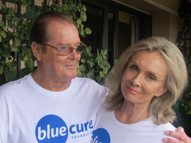 News_Blue Cure Foundation_Sir Roger Moore_Lady Kristina_T-shirts