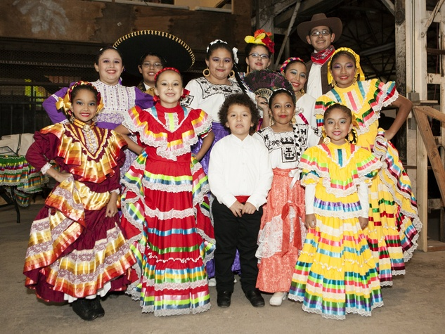 Kids from Ballet Folklorico at Art Con X