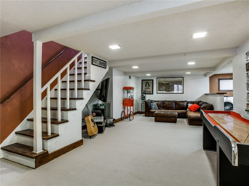 Slideshow Rare Finished Basement Lurks Beneath This