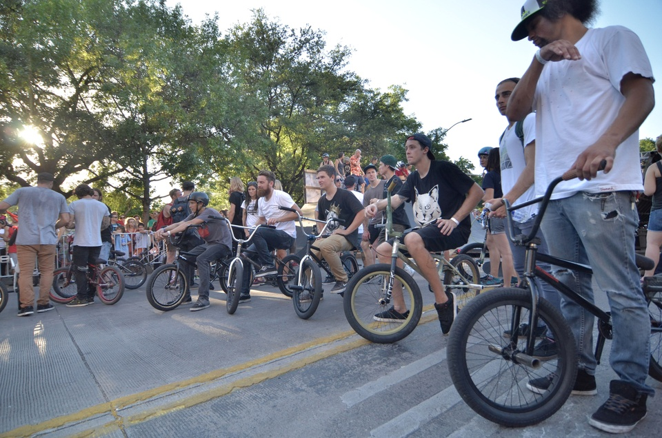 x games rally Riders wait for their turns