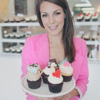 Rise Cupcakes Brittany Todd of Kingwood and Cupcake Wars