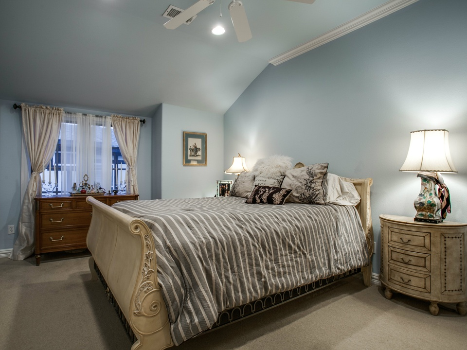 Guest room at 5227 Monticello in Dallas