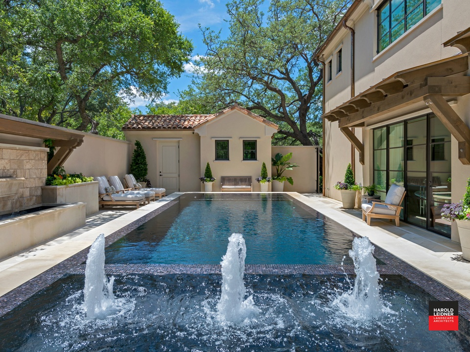 Harold Leidner modern Mediterranean backyard in Dallas