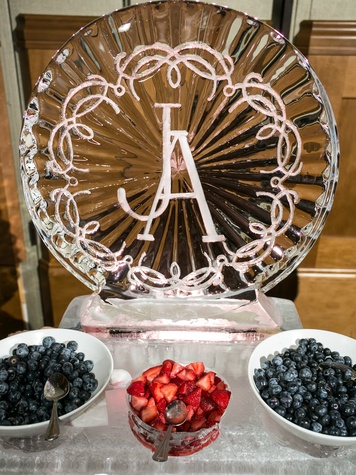 Jess and Alex Prescott Wedding, ice sculpture