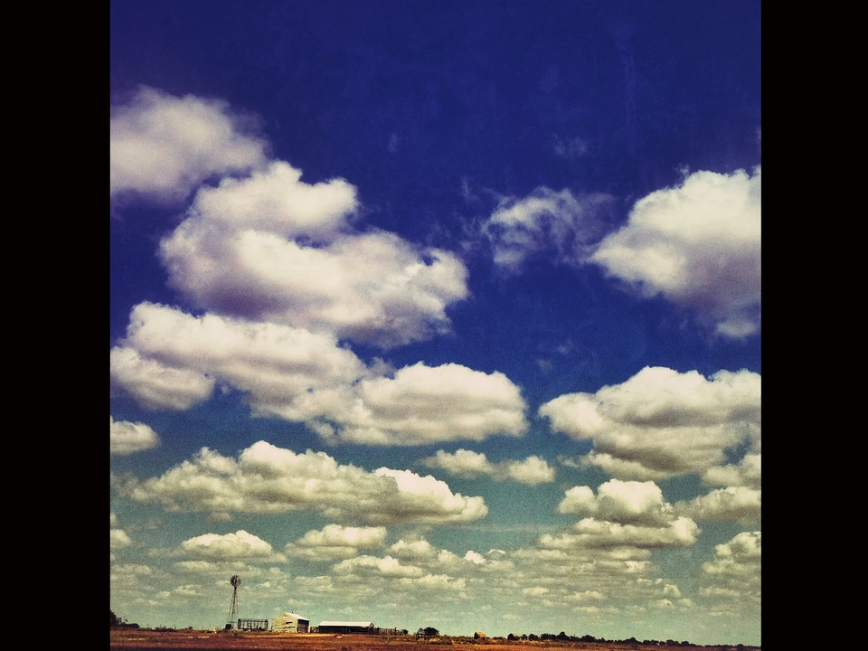 News_iPhone photography_Joey Garcia_sky blue sky