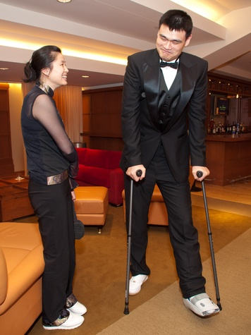 Yao Ming can't walk, but he suddenly wants to play again ...