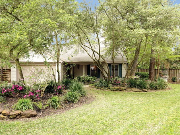 1 On the Market 39 Cottage Grove place The Woodlands April 2014