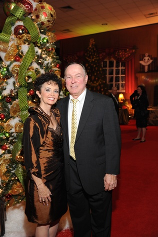 11 9178 Lisa and Bill Schwartz at the Theta Charity Antiques Show Preview Party November 2014