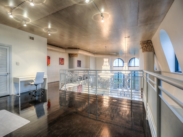 7 On the Market 1005 S. Shepherd Dr. No. 814 penthouse May 2014