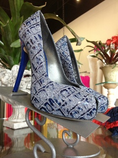 Stuart Weitzman pump at Sussie's boutique