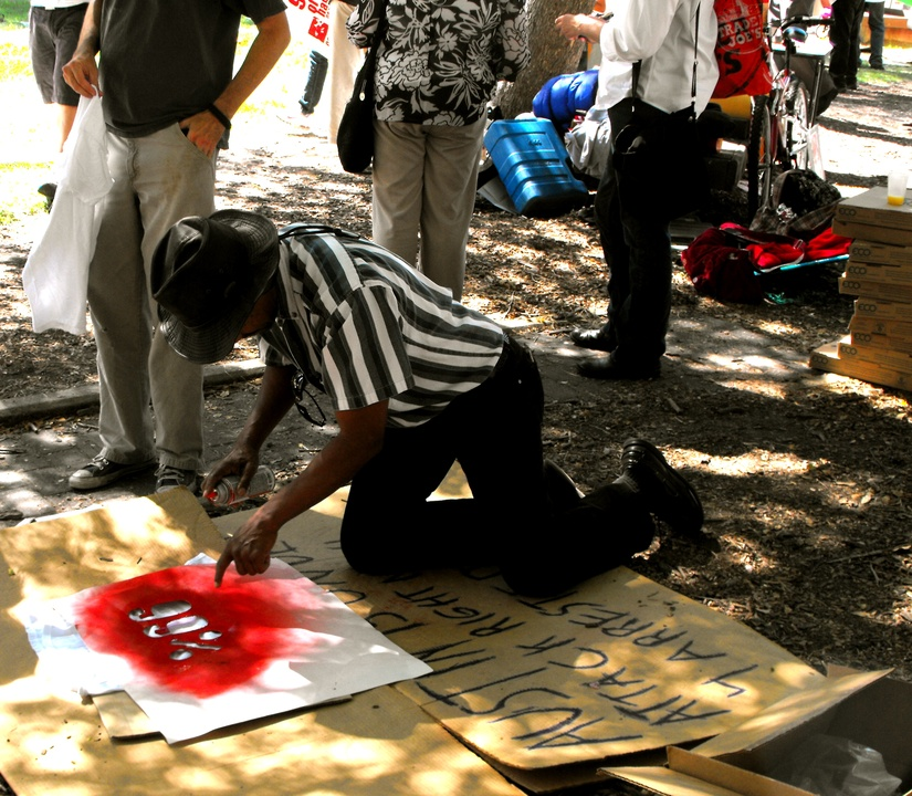 Occupy_Houston_Silent_Protest_Making_Signs