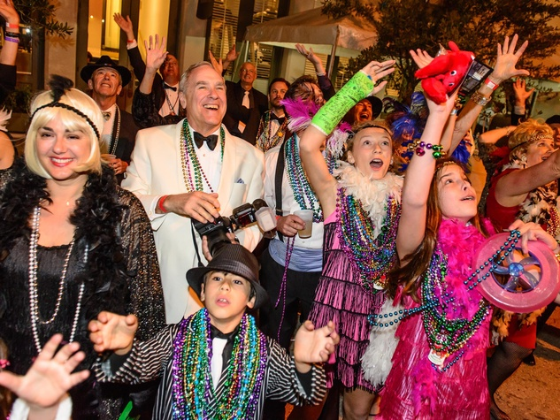 9668 The crowd catching beads at the Tremont Ball March 2014