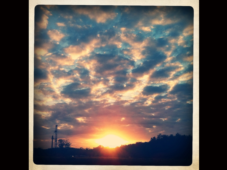 News_iPhone photography_Joey Garcia_oilfield sunrise