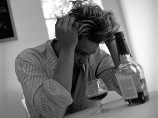 News_alcohol_man_booze