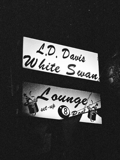 Austin_photo: Places_Drinks_White Swan