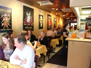 Jonathan's The Rub restaurant dining room with lunch crowd
