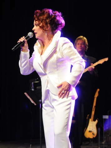 News_JDRF Promise Ball_Men on a Mission_April 2012_Sheena Easton