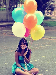 Austin Photo Set: News_Kerri_free birthday stuff_march 2012_birthday balloons