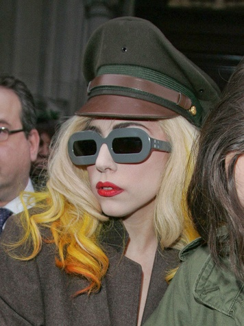 News_Lady Gaga_hair streaks_dip dye
