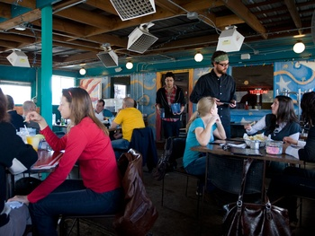 austin photo: places_food_maudies_too_patio