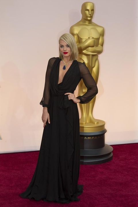 Margot Robbie on red carpet at Oscars