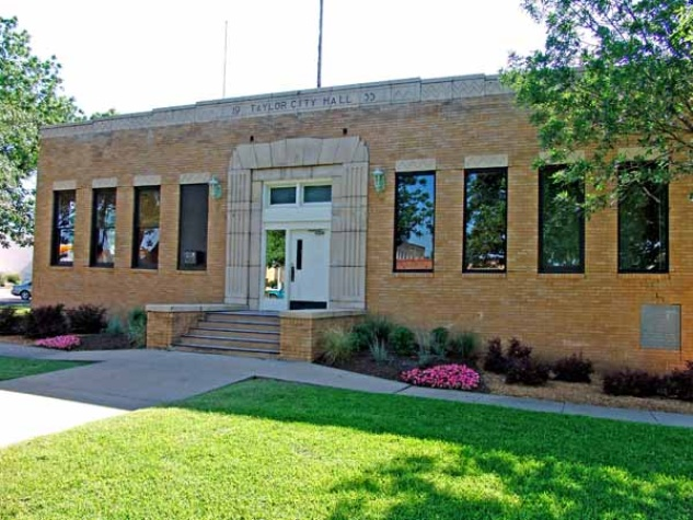 old city hall in Taylor in Williamson County