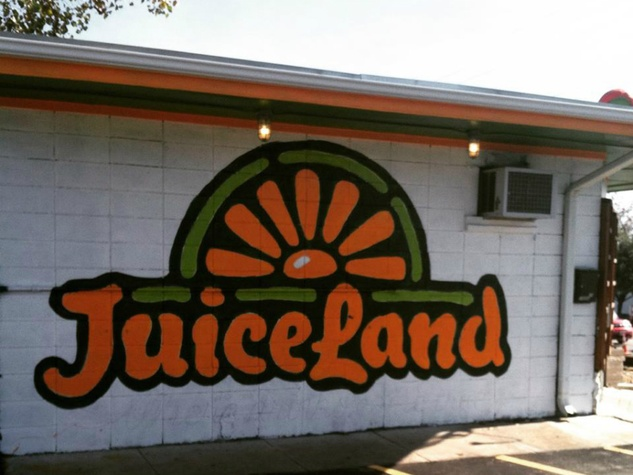 JuiceLand_MLK_Chicon_location_exterior wall_logo
