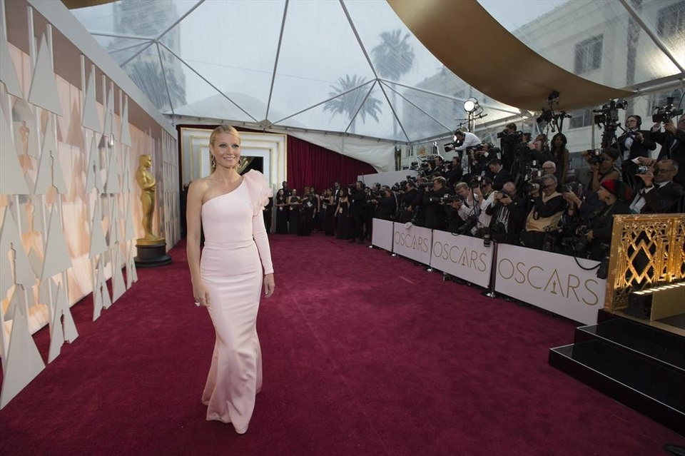 Gwyneth Paltrow on the red carpet at the Oscars