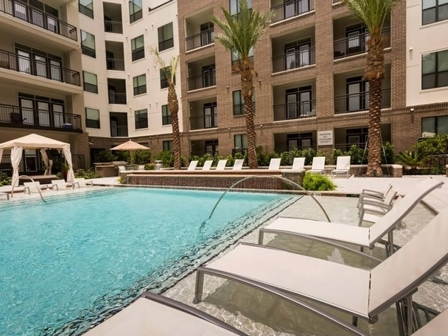 Pearl Midtown swimming pool and courtyard