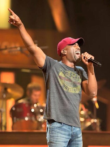 Darius Rucker performing