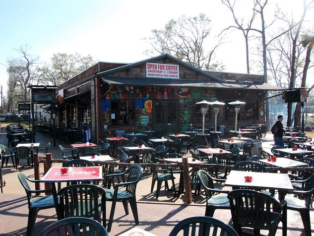 News_Caroline_best Patios_Cedar Creek_bar_patio