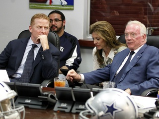 Jason Garrett and Jerry Jones in the war room