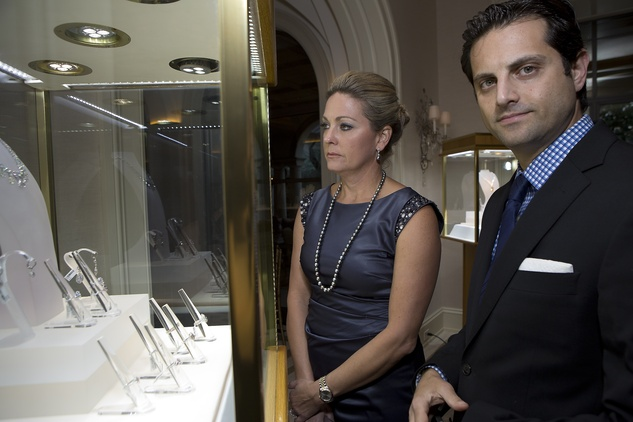 53 Observing the jewelry at the Zadok jewelry dinner November 2014