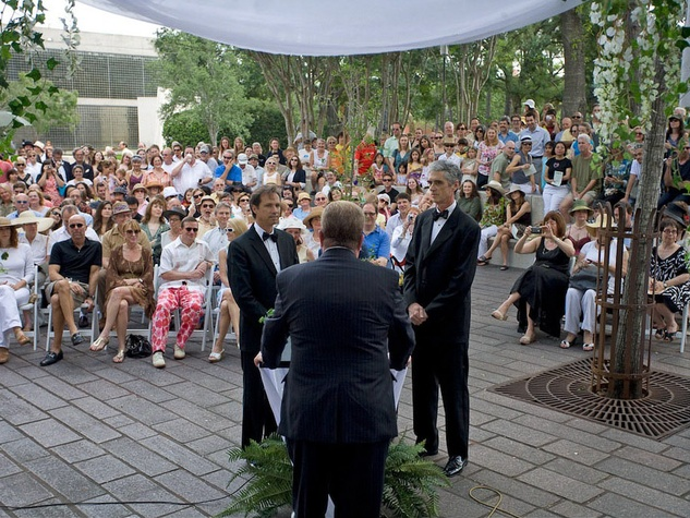 News_The Art Guys_marry plant_wedding