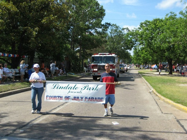 Lindale Park neighborhood Fourth of July parade July 2009