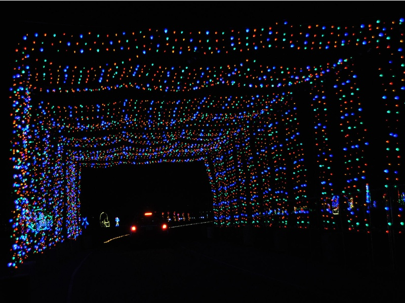 slideshow spectacular holiday show lights up the track at